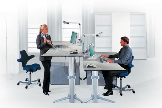 Mit einem höhenverstellbaren Schreibtisch investierst du in deine Gesundheit am Arbeitsplatz